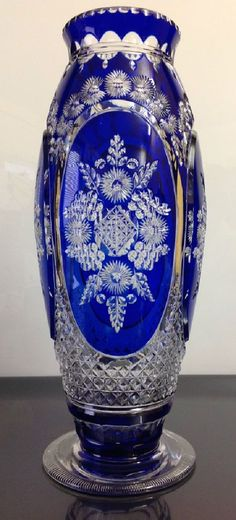 Vase Evian Joseph Simon du Val Saint Lambert 1920-1925. Crystal Glassware, Crystal Vase, Waterford Crystal, Cobalt Glass, Glass Vase, Cobalt Blue, Blown Glass Art, Glass Collection, Antique Glass