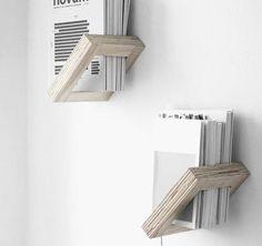 Regal aus Sperrholz mit 45° Neigung ideal für deine Bücher oder Magazine. Hier entdecken und shoppen: http://sturbock.me/JWF