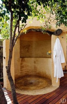 Awesome Outdoor Bathrooms Leaving You Feeling Refreshed ~ Home Decor Journal Outdoor Baths, Outdoor Bathrooms, Outdoor Rooms, Indoor Outdoor, Outdoor Living, Outdoor Decor, Outside Showers, Outdoor Showers, Tadelakt