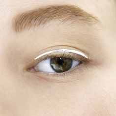 coc-o:  velvetrunway:  Makeup at Christian Dior haute couture FW 2014 — posted by frenchoffence  oh