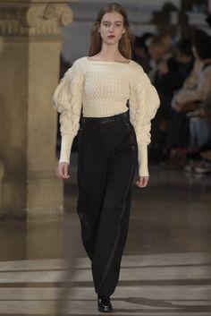 「ルメール(LEMAIRE)」はパリで2016-17年秋冬コレクションを発表した。