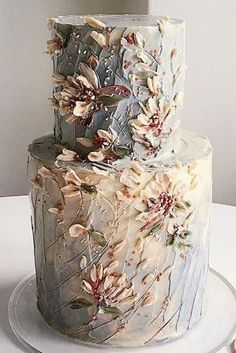 The latest cakes are so beautiful they'll blow you away! From showstopping to minimal, here are the 11 latest birthday cake trends for 2019. Cake by @cnyzcakes  #cakes #birthdaycake #weddingcake #cakedesign #caketrends #designercakes #cake #trendycakes #2019 #flowercake