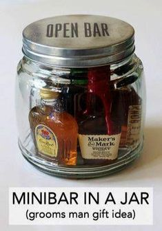 Minibar In A Jar (Gift Idea) - - It's customary to give gifts to those involved in your wedding party, mostly to tell them thank you. This minibar in a jar gift idea is great for giving to the best man, any of your groomsme…. Diy Wedding Presents, Wedding Gifts For Guests, Wedding Parties, Bachelorette Parties, Mini Bars, Cheap Favors, Unique Wedding Favors, Trendy Wedding, Wedding Ideas