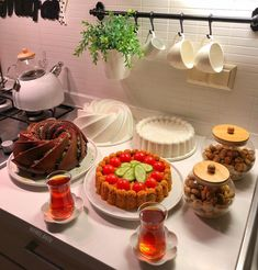 Limage peut contenir: nourriture et intérieur - Food Design, Cute Breakfast Ideas, Breakfast Bread Recipes, Food Platters, Food Decoration, Arabic Food, Food Presentation, Food Photography, Brunch