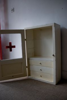 first aid cabinet for bathroom...this is awesome...