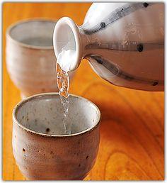 最近人気の手作り化粧水。今回はスーパーで手に入る日本酒を使って作る、手作り日本酒化粧水についてまとめました☆