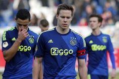 """Niklas Moisander stond gisteren na het duel met Willem II zwaar teleurgesteld voor de camera van Fox Sports. """"Dit is heel pijnlijk. Het is wéér hetzelfde verhaal,' aldus de aanvoerder van Ajax."""