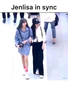 South Korean Girls, Korean Girl Groups, Kim Jennie, Blackpink Lisa, Yg Entertainment, Bts Memes, Videos, Chanel, Lovers