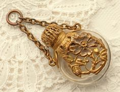 Late Victorian or early Edwardian Chatelaine perfume bottle circa 1890-1910s