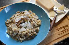 Risotto cu ciuperci reteta traditionala italiana. Cum se face risotto ai funghi? Ce tip de orez folosim? Care sunt diferentele dintre risotto si pilaf? In Meat Recipes, Oatmeal, Grains, Stuffed Mushrooms, Rice, Cooking, Breakfast, Food, Entertaining