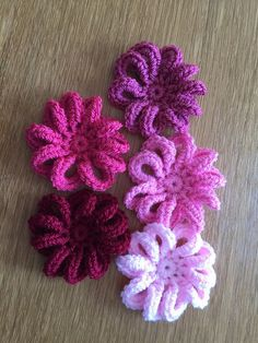 11 Easy and Simple Free Crochet Flower Patterns and Tutorials Easy Crochet Patterns Knotty Knotty Crochet Simple Shells Beanie Free Pattern 33 Crochet Snowflake Patterns Easy Crochet Patterns. Diy Crochet Flowers, Crochet Puff Flower, Crochet Flower Tutorial, Knitted Flowers, Crochet Crafts, Crochet Projects, Crochet Leaves, Simple Crochet, Crochet Snowflake Pattern