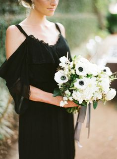 Classic black & white wedding inspiration: http://www.stylemepretty.com/2014/07/31/classic-black-and-white-wedding-inspiration/ | Photography: http://loveisabird.com/