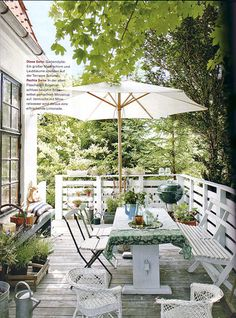 Thinking of painting our diningtable white and going to use it outside when we have our new one!