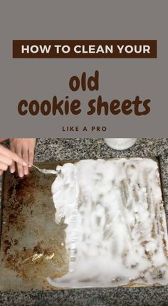 If you use cookie sheets as much as I do then you probably are making a lot of cookies. But what do you do when your cookie sheets are looking quite tired out? Cleaning Baking Sheets, Diy Home Cleaning, Homemade Cleaning Products, Household Cleaning Tips, Cleaning Recipes, House Cleaning Tips, Natural Cleaning Products, Cleaning Hacks, Kitchen Cleaning