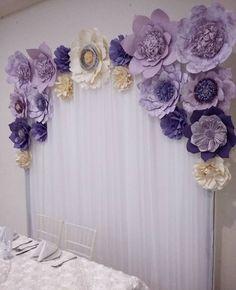 "230 Likes, 7 Comments - Dugorche Arte en papel (@dugorche) on Instagram: ""Sencillo y lindo Panel con tela blanca plisada con detalle de flores #dugorche en tonos lila,…"""