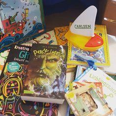 Ohh heute angekommen die @carlsenverlag #carlsen Rezensions Box in den Händen. Mit dem Thema Ferien passt sie total gut gerade  danke. Da können wir ja einiges vorstellen. #buchblog #buchliebe #elternblog #familienblog #mamablog #papablog