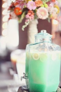 Mint colored lemonade to match the wedding colors! Dusty Blue, Mint Color Schemes, Verde Aqua, Green Bridal Showers, Green Punch, Baby Shower Photography, Party Photography, Photography Ideas, Wedding Mint Green