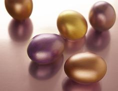 How to give eggs a gilded effect.