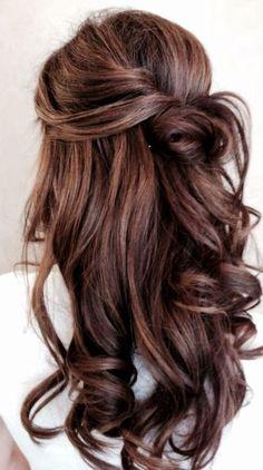 Een leuke manier om lang haar op te steken.