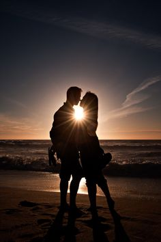 Silhouettes Cute Couples Photos, Cute Couple Pictures, Cute Couples Goals, Love Photos, Couple Photoshoot Poses, Couple Photography Poses, Beach Photography, Couple Shoot, Photography Ideas