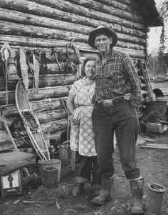 pioneers log cabin hunting trapping living off the land homesteading Pioneer Day, Pioneer Life, Go Camping, Camping Hacks, Us History, American History, Vintage Photographs, Vintage Photos, Old West Photos