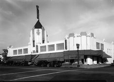 Jess Willards Market in Hollywood at 1334 Vine Street on October 30, 1931. It was in an impressive Art Deco building and included a bakery, delicatessen, cafe and beauty shop. It was oriented toward pedestrian traffic, with no parking lot.