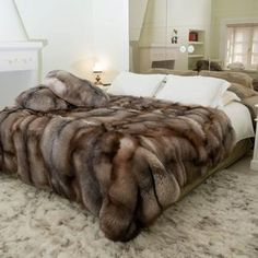 Fox Fur Gooi echte deken Crystal Luxe hoge stapel huis | Etsy Queen Size, King Size, Fur Blanket, Stay In Bed, Fur Throw, Fox Fur, Biodegradable Products, Bedroom Decor, Couch
