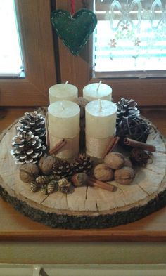 Terrific Free homemade Advent Wreath Tips Numerous churches coordinator the Advent-wreath-making occasion for the initial Thursday of the seas Christmas Advent Wreath, Christmas Table Decorations, Rustic Christmas, Christmas Time, Advent Wreaths, Natural Christmas, Christmas Projects, Christmas Crafts, Deco Table Noel