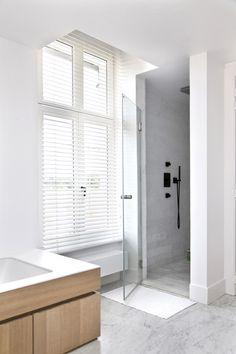 Badkamer met inloopdouche - Exclusieve Villabouw - Renovatie #badkamer #inspiratie