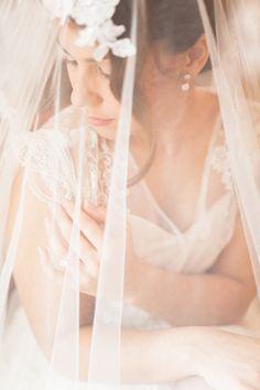 Herbstliche Hochzeitsinpiration: Romantic Gold & Berry Tone von Melek Özdemir Photography auf Hochzeitsblog Evet ich will #evetichwill #melekoezdemirphotography #weddinginspiration #styledshoot #hochzeit #herbst #hochzeit2017 #marsala #gold