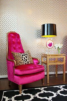 Apartment living room decor furniture texture ideas for 2019 Hot Pink Furniture, Hot Pink Room, Hot Pink Decor, Living Room Decor Furniture, Decor Room, Furniture Design, Funky Home Decor, Modern Decor, Suites