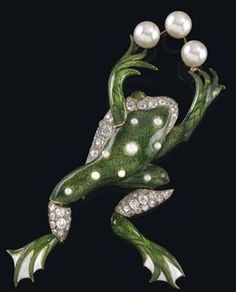 A diamond brooch - Frog, total weight ca.1,70 ct.....Uploaded By www.1stand2ndtimearound.etsy.com