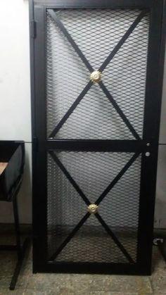 puerta de rejas de malla