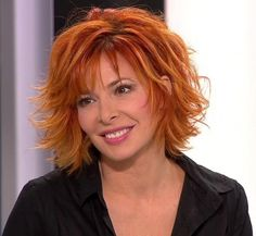 May 2020 - NEW Mylene Farmer nude photos have been leaked online! See the Pop Singer exposed pics and video only at CPP! Medium Shag Haircuts, Choppy Bob Haircuts, Cute Haircuts, Peach Hair, Hairstyles Over 50, Hair Affair, Beautiful Redhead, Grow Out, Layered Hair