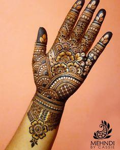 Bridal Henna Mehndi Designs for Full Hands Latest Bridal Mehndi Designs, Full Hand Mehndi Designs, Henna Art Designs, Mehndi Designs For Girls, Mehndi Designs 2018, Mehndi Designs For Beginners, Stylish Mehndi Designs, Mehndi Design Photos, Wedding Mehndi Designs