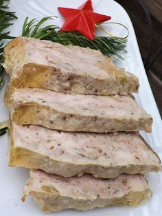 The perfect terrine recipe, homemade, light and tasty, low in calories … a recipe that has everything to please me! Casting for 3 terrines 18 cm long / 12 cm wide: Recipe must be made 1 or 2 days in advance Scallops … Meat Recipes, Healthy Recipes, Healthy Food, Cocktail Party Food, Quiche, Food Platters, Food Cravings, I Foods, Holiday Recipes