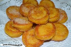 Buñuelos de calabaza. Mexican Food Recipes, Snack Recipes, Cooking Recipes, Snacks, Pasta Recipes, Croissants, Spanish Desserts, Portuguese Desserts, Wine Flavors