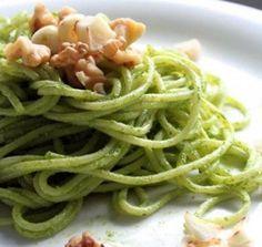 Spaghetti met spinazie-walnotensaus en gebakken knoflook · EVA maakt het plantaardig
