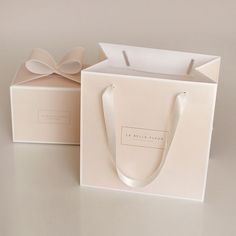 packaging idea Innovative cake box with handle Cake Boxes Packaging, Dessert Packaging, Bakery Packaging, Bag Packaging, Cake Branding, Box Branding, Clothing Packaging, Jewelry Packaging, Bakery Box