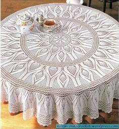Tina's handicraft : Round tablecloth