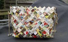 Taske lavet af vinetiketter.