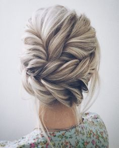 Beautiful updo wedding hairstyle idea #weddinghairstyletips