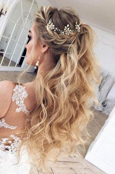 Wedding Hair Down - We have collected for you the most original wedding hairstyles half up half down with curls and braid ideas from around the Internet to inspire brides. Wedding Hairstyles Half Up Half Down, Wedding Hair Down, Best Wedding Hairstyles, Wedding Hair And Makeup, Half Updo, Bridesmaid Hairstyles, Hairstyle Wedding, Bridal Half Up Half Down, Wedding Curls
