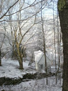 My Shabby Streamside Studio: A Magic Spring Snow Morning in the Catskills Victorian Cottage, White Cottage, Cottage Style, Spring Snow, My Ideal Home, Romantic Homes, Old Farm, Fairy Land, Farmhouse Chic