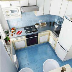 Бело-синяя цветовая гамма хорошо сочетается с простыми линиями этой кухни