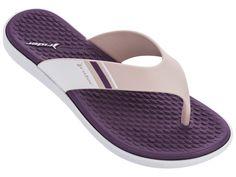 Pokud hledáte pantofle, které vydrží i vodní dovádění? Žabky od značky Rider to zvládnou s přehledem! Nechte se okouzlit jejich jemnou barevnou kombinací a měkkou stélkou. #damskepantofle #differentcz #domaciobuv #rider Pink Purple, Aqua, Pool Slides, Sandals, Shoes, Fashion, Moda, Water, Shoes Sandals