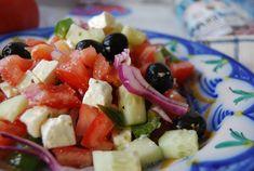 Ensalada griega, ensalada de mejillones, de pasta caprichosa...y así hasta 7 recetas distintas de ensaladas reunidas por la autora del blog COCINERA Y MADRE.