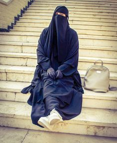 Hijab Niqab, Muslim Hijab, Hijab Outfit, Beautiful Black Women, Beautiful Bride, Muslim Beauty, Face Veil, Hijabi Girl, Cute Eyes