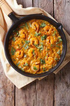 Crevettes à l'ananas et au curry   Un délicieux plat exotique qui dépayse et donne du soleil dans l'assiette !   #recette #crevettes #ananas #curry #exotique