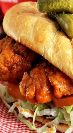 Hot Chicken Po Boy Po Boy Sandwich, Soup And Sandwich, Cajun Recipes, Cooking Recipes, Chicken Sandwich Recipes, Wrap Sandwiches, Turkey Sandwiches, Soup And Salad, Entrees